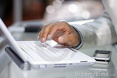 laptop-hand-4322233